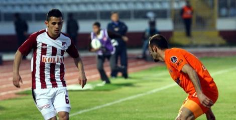 Serdar Gurler (sx) con la maglia dell'Elazigspor