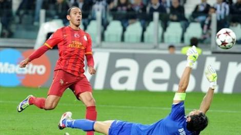 Che carriera per Umut Bulut: partito dal Petrol Ofisi di Ankara, un anno fa trafisse così Gianluigi Buffon, aiutando il Galatasaray ad eliminare la Juventus nel cammino di Champions League.