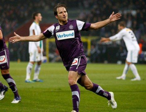 Tomas Jun conosce Meduna allo Sparta Praga. Entrambi finiranno per conoscere il calcio turco da vicino: Jun vestirà le maglie di Besiktas e Trabzonspor. Ora Jun gioca ancora: si è appena trasferito al Ritzing (Austria).