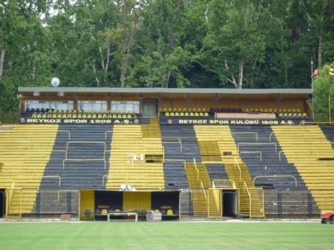 Il Beykoz Stadyumu, roccaforte del Beykozspor. Non è per ora previsto uno stadio nuovo, per i giallo-neri di Istanbul.