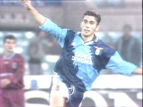 Marco Di Vaio, allora alla Lazio, in gol contro il Trabzonspor.
